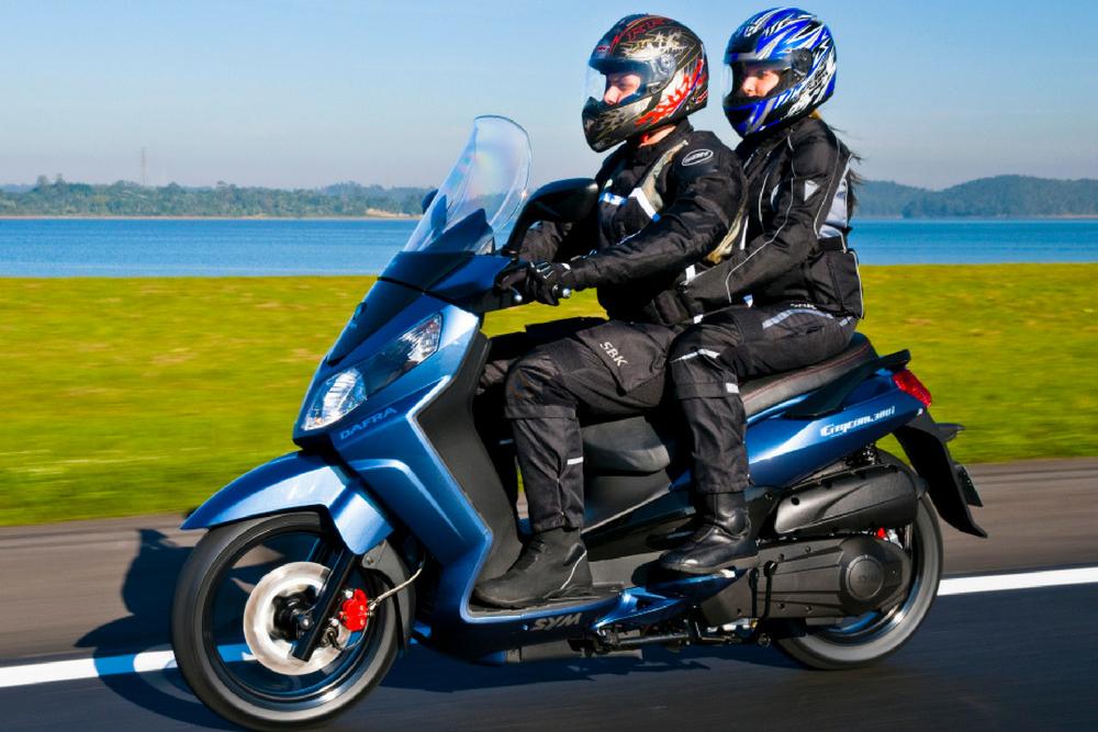 Zelão Guia de boas práticas para rodar com passageiro em uma moto