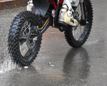 andar de moto na chuva