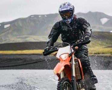 pilotar moto em dias de chuva